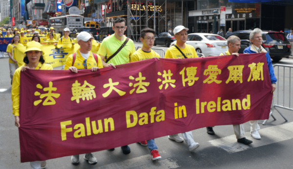 Irish citizens display their banner. (Image: David Yang)