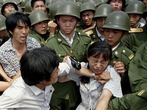 In the Tiananmen Square massacre, Beijing quickly mobilized more armed troops, ordering them to brutally slaughter students and civilians. (Image: Screenshot / YouTube)