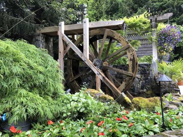 A cute waterwheel at the entrance of the Sunken Garden. The Japanese Garden in the Butchart Gardens. (Image: Billy Shyu / Vision Times)