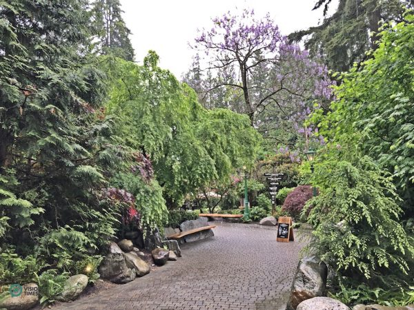 The garden near the entrance of the Capilano Suspension Bridge Park. (Image: Billy Shyu / Vision Times)