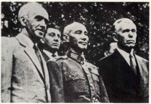 Stuart with Chiang Kai-shek and George Marshall. (Image: Public Domain)