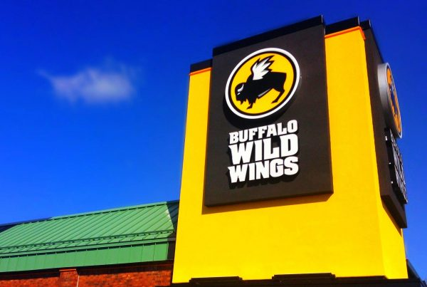 Buffalo Wild Wings were extremely popular throughout the 1980s and 90s. (Image: Mike Mozart via flickr CC BY 2.0 )