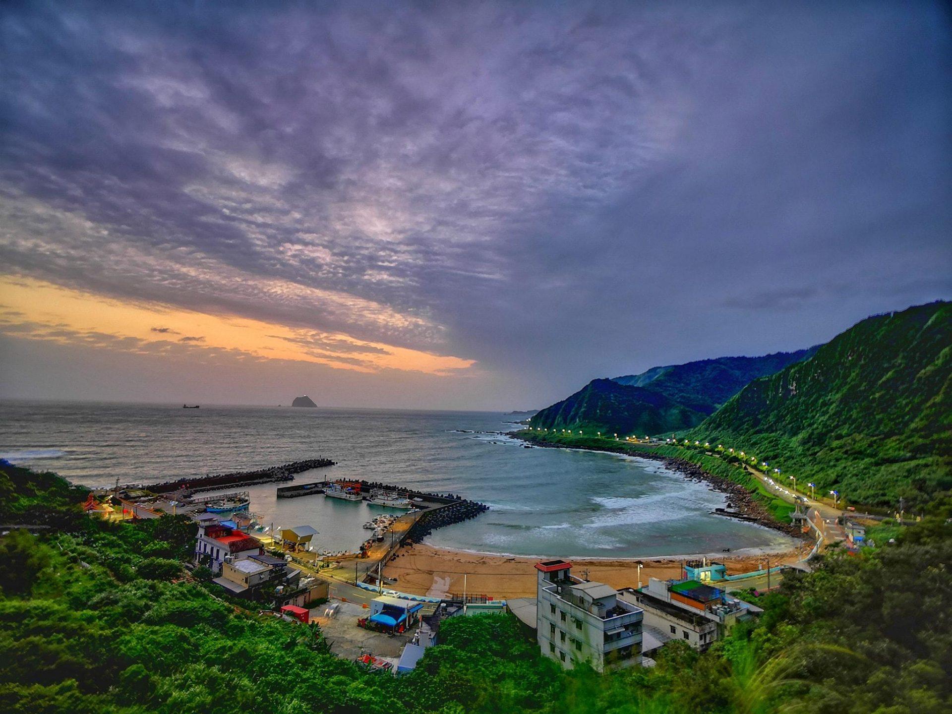 The Waimu Shan Seashore (外木山濱海步道) in Keelung City. (Image: Courtesy of Xing Mei/Keelung City)