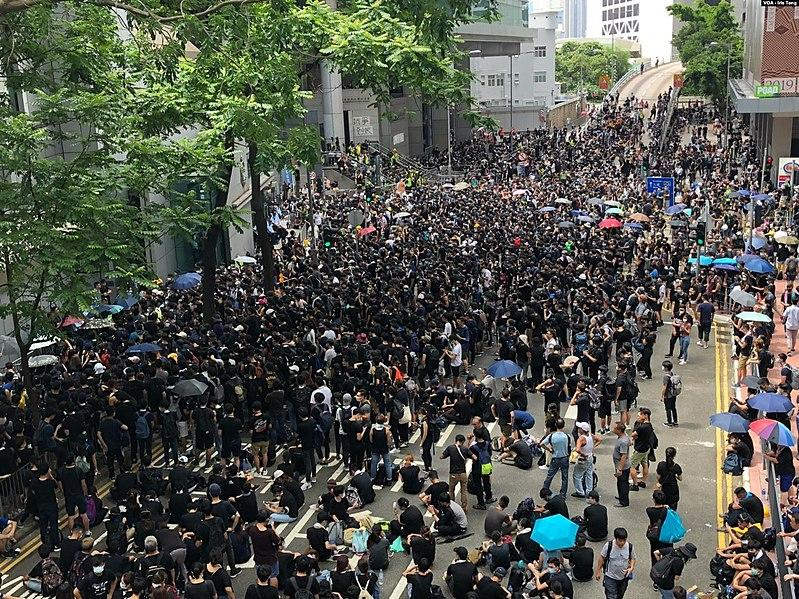 HK protestors must not use violence while protecting their freedoms. (Image: wikimedia / CC0 1.0)