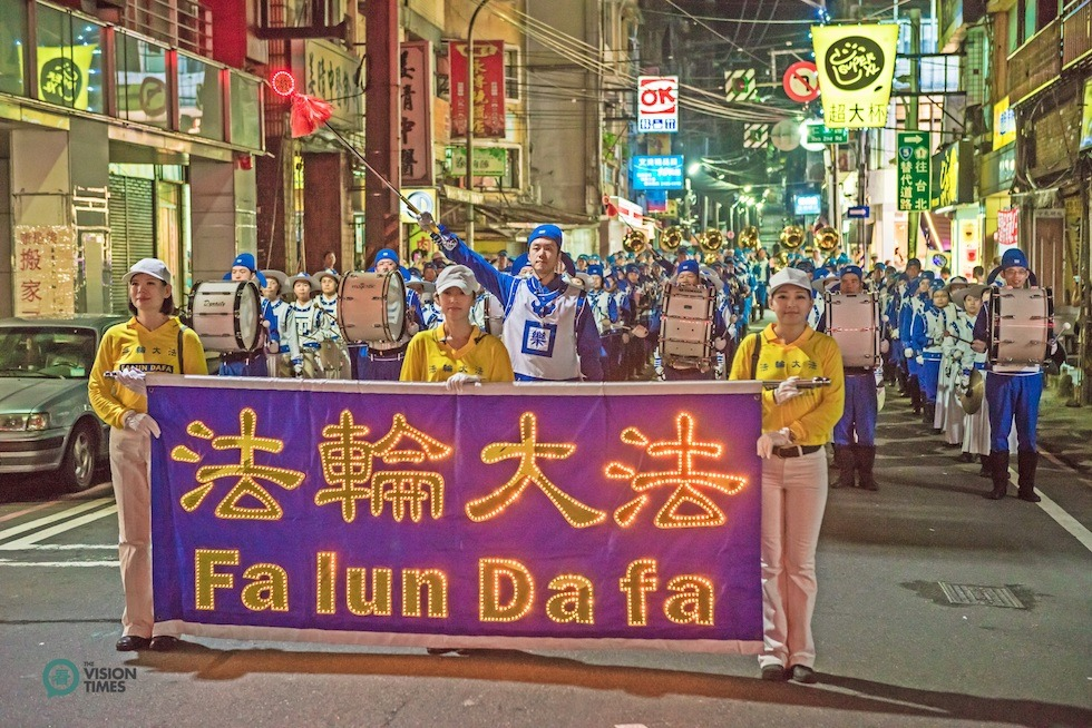 Falun Dafa Tian Guo Marching Band performance is one of the most striking highlights of Keelung Ghost Festival parade. (Image: Lin Zhi-Yen / Vision Times)