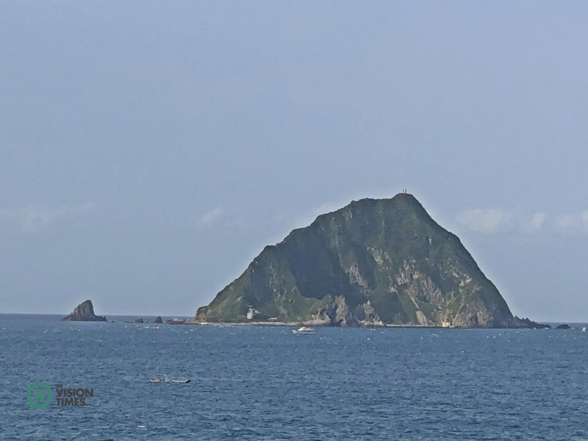 The Keelung Islet with graceful parabolic contour used to be a mysterious island for locals. (Image: Billy Shyu / Vision Times)