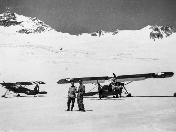To recover the parts of the Dakota, a landing strip for rescue aircraft was set up one kilometer below the scene of the accident. (Image: Alpine Museum of Switzerland)
