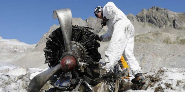 In September 2018, among other things, the Swiss Army recovered this propeller of the crashed Dakota. (Image: KEYSTONE / Peter Klaunzer)