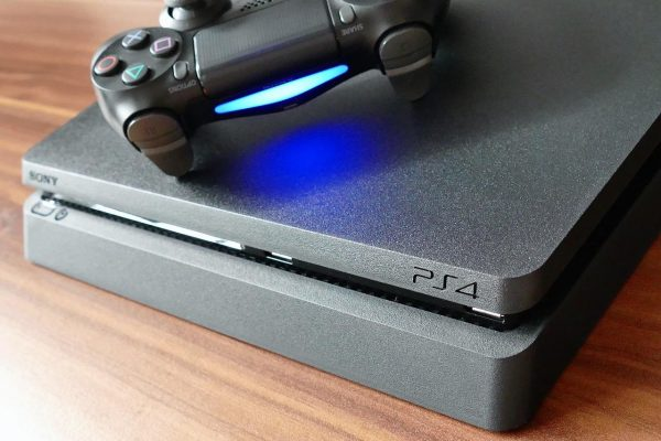 Sony wants to take out the manufacturing of its gaming consoles. (Image: pixabay / CC0 1.0)