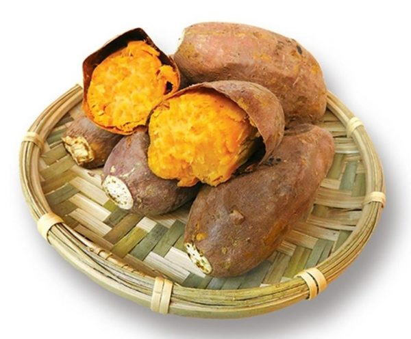 Baked sweet potatoes sold at the Jinbaoli Old Street. (Image: Courtesy of Jin Shan Su Tong Yao 金山藷童瑤)