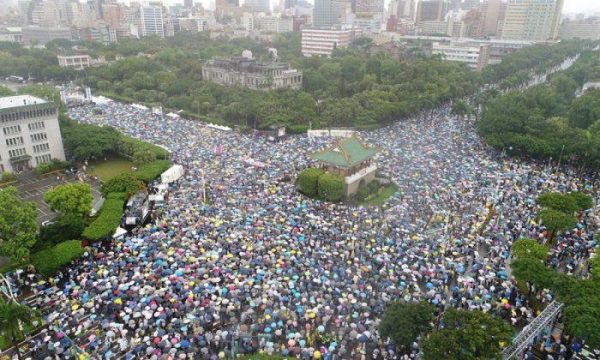 Tens of Thousands Taiwaneses joined against pro-Beijing Taiwanese media rally on Ketagalan Boulevard in front of the presidential office building in Taipei, Taiwan on June 23, 2019. The subject of the rally is rejecting red (CCP infiltrated) media and safeguarding the nation's democracy. (The Epoch Times)
