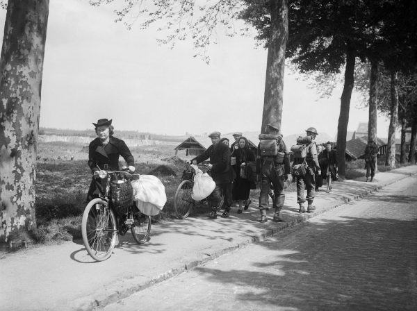 Belgian civilians fleeing westwards away from the advancing German army, 12 May 1940. (Image: wikimedia / CC0 1.0)