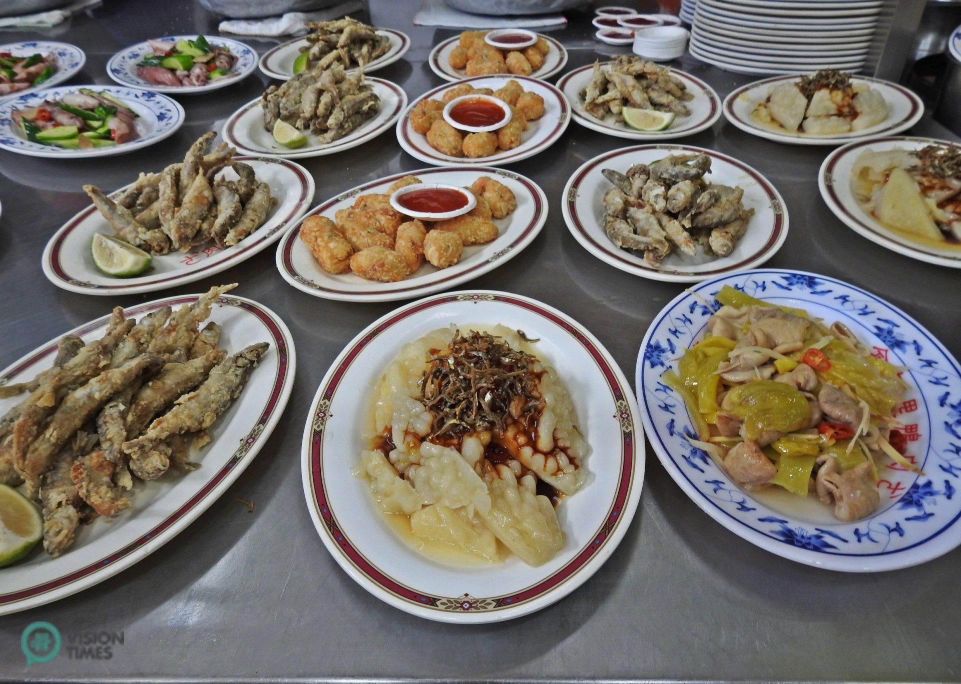 Jinshan Old Street is famous for traditional Taiwanese food and stuff that is missing most street markets in Taiwan. (Image: Billy Shyu / Vision Times)