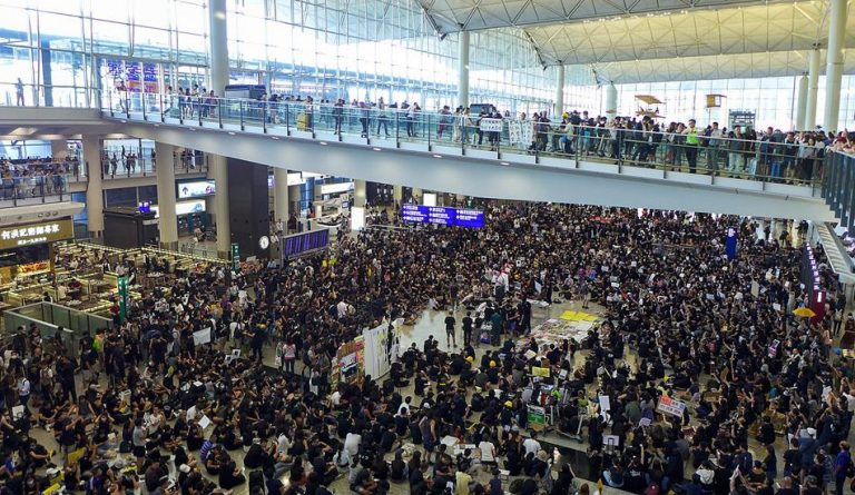 In one of the protests at Hong Kong International Airport, a violent clash erupted between the demonstrators and police officers. (Image: Wpcpey via wikimedia CC BY-SA 4.0)