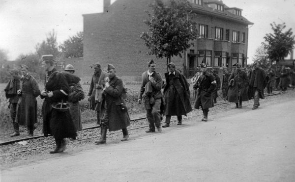 Belgian soldiers under German guard following the fall of Fort Eben-Emael on 11 May 1940. (Image: wikimedia / CC0 1.0)