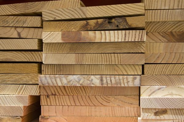 Once the wood is dry, the next step is planning it — ensuring each piece of lumber is smooth and meets the requested size and thickness. (Image: pixabay / CC0 1.0)