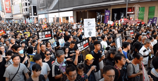 The protesters enjoy support from much of Hong Kong society, including tens of thousands of public servants, legal workers, and finance professionals (Image: NTDTV)
