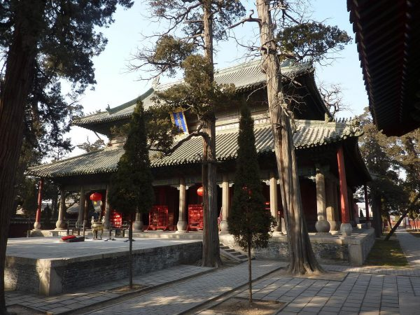Yasheng Dian (Hall of the Second Sage), the main sanctuary of the Temple of Mencius in Zoucheng. (Image: wikimedia / GNU FDL)