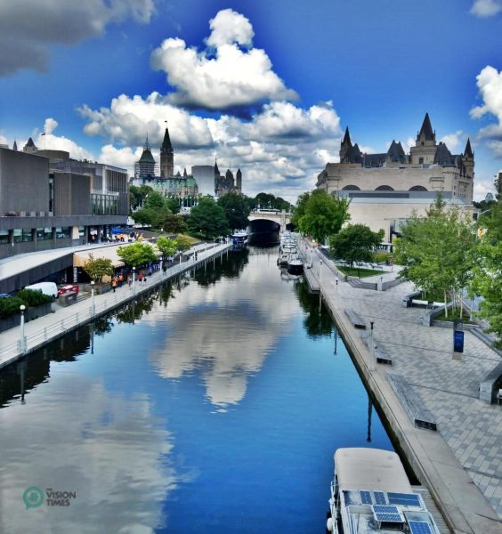 In winter, a section of the historical scenic waterway near central Ottawa is transformed into a great skating rink. (Image: David Bohatyrez)