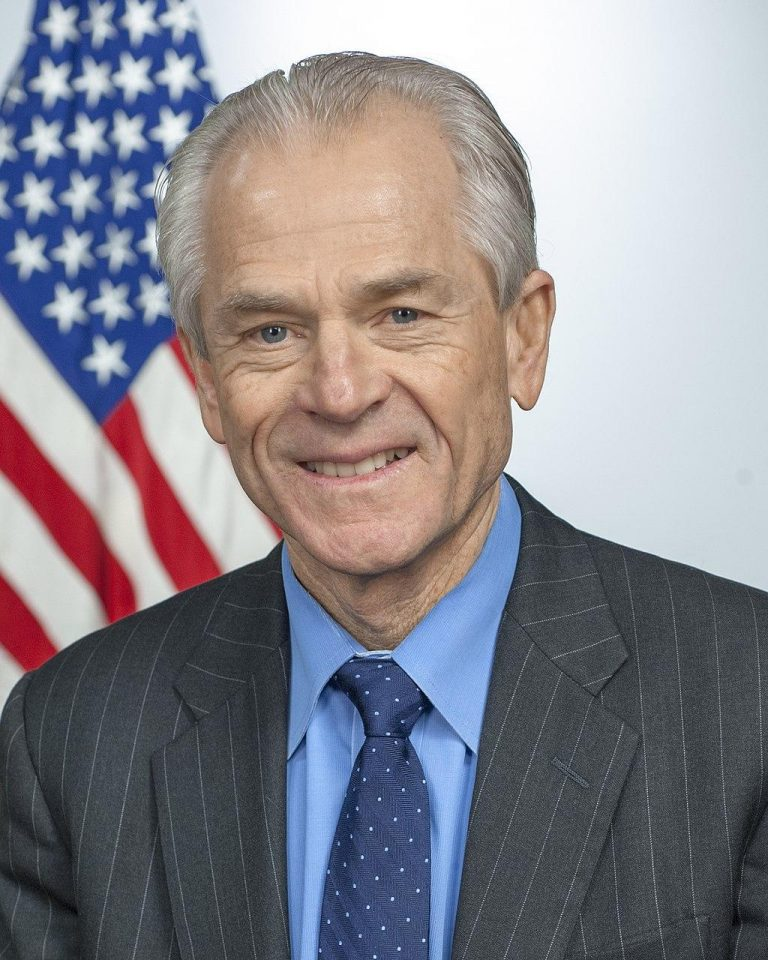 Peter Navarro warns that China is trying to bring America to its knees. (Image: wikimedia / CC0 1.0)