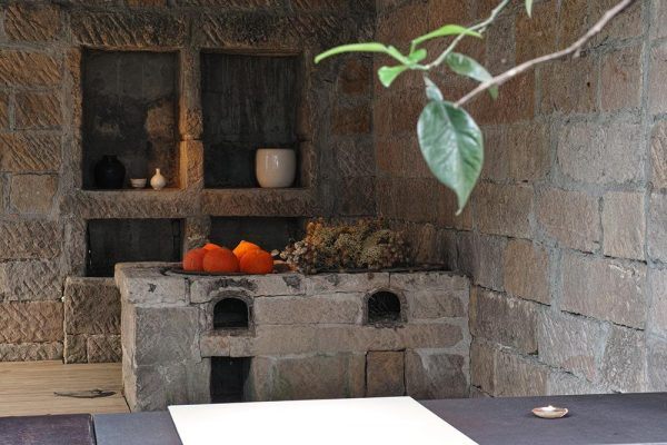 A Chinese traditional wood-burning stove in the kitchen. (Image: Courtesy of Shi Yang Shan Fang)