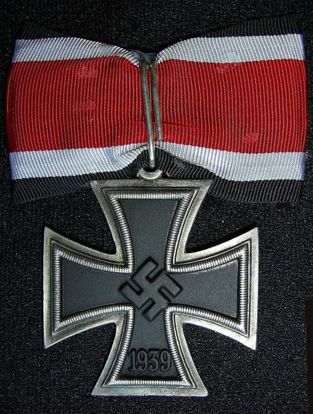 If he had shot down another fighter, he could have received the Knight Cross. (Image: wikimedia / CC0 1.0)