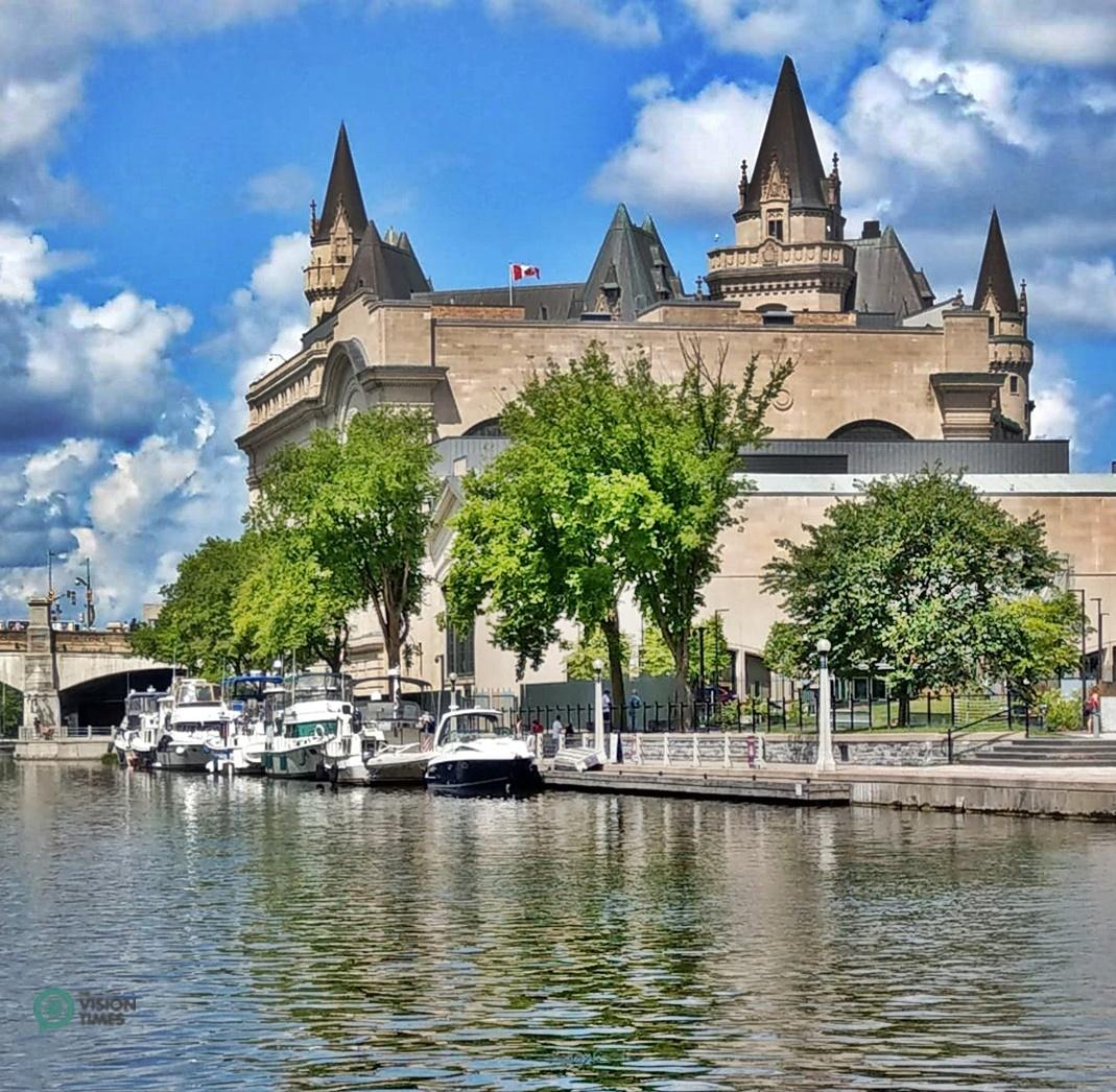 The Rideau Canal is a unique site and central to life in Ottawa. (Image: David Bohatyrez / Vision Times)