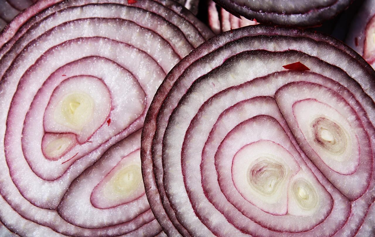 cut, sliced, red onions