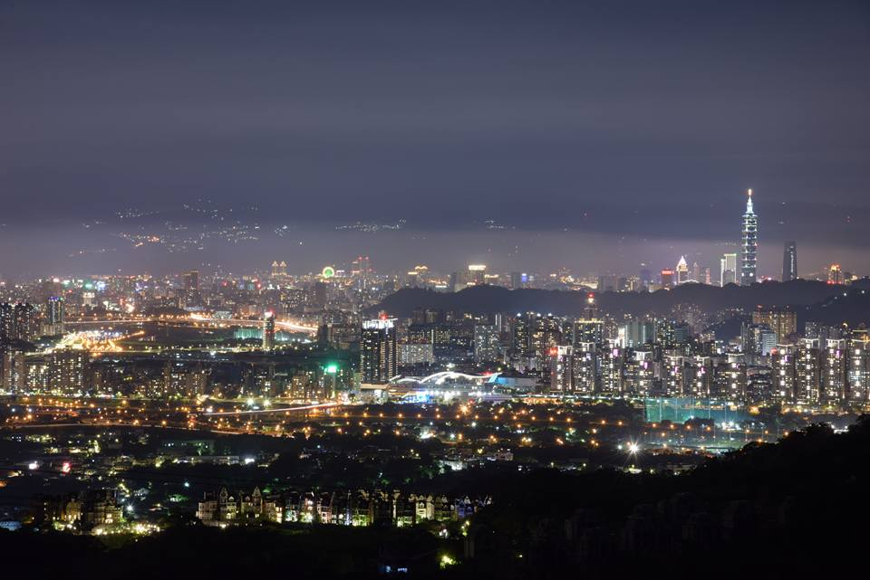 The beautiful night view of Taipei City, in which the famous Taipei 101 Tower is flickering in the distance. (Image: Courtesy of king-thai So)