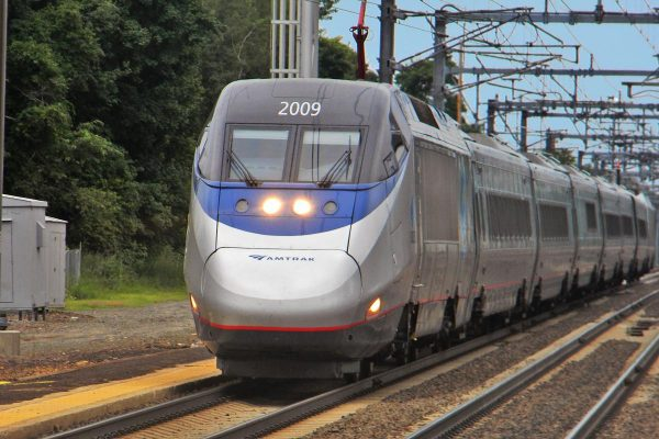 Amtrak has a high-speed Acela line that runs through the Northeast region. It can reach speeds up to 150 mph, but only for 34 miles, which is a small fraction of the total 457-mile journey it covers. (Image: Shreder_9100 via wikimedia CC BY 3.0)