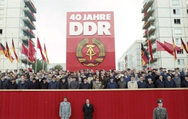 On October 7, 1989, at the National Day celebrations of the 40th anniversary of East Germany, Soviet Union President Mikhail S. Gorbachev urged Erich Honecker, the General Secretary of the Socialist Unity Party of Germany, to launch liberal reforms. (Image: wikimedia / CC0 1.0)