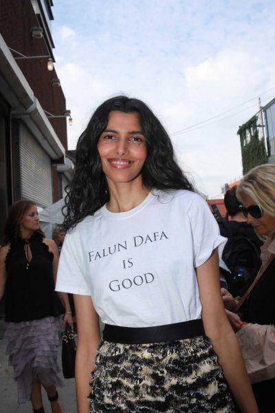 Pooja Mor wearing a 'Falun Dafa Is Good' shirt. (Image: Courtesy of Bobby Lee)