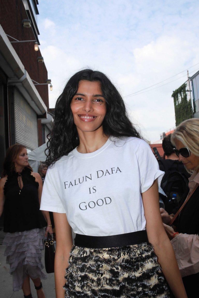 Pooja Mor wearing a 'Falun Dafa Is Good' shirt. (Image: Courtesy of Bobby Lee)