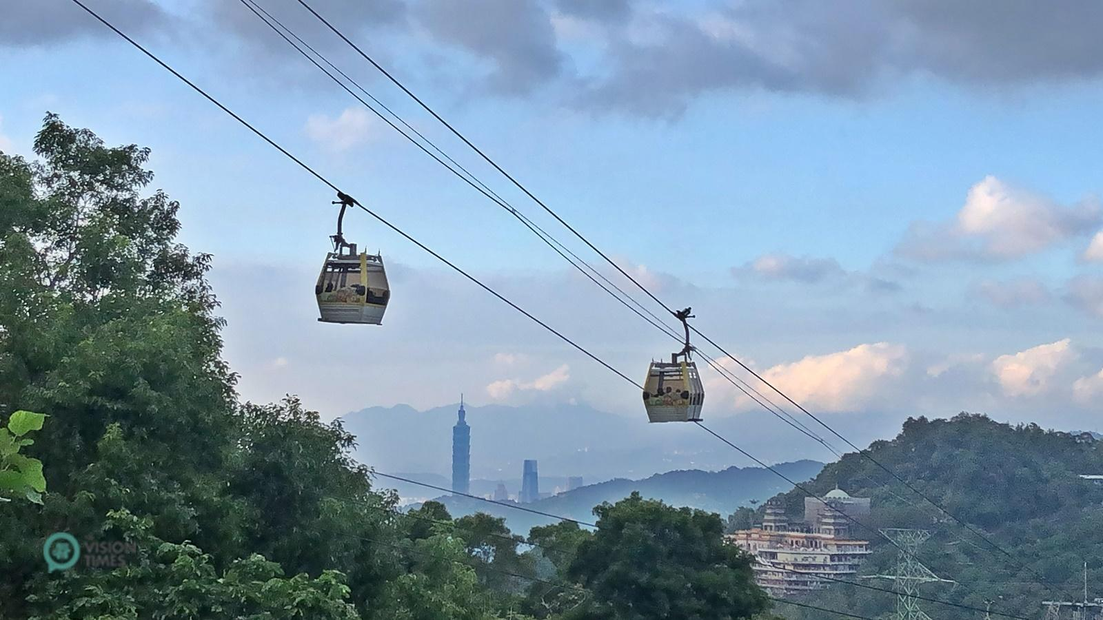 The best way to visit Maokong is taking the Maokong Gondola scenic cable car. (Image: Billy Shyu / Vision Times)