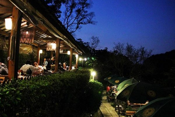 Maokong is a romantic place to visit at night in Taipei. (Image: Courtesy of the Yao Yue Tea House)
