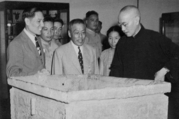 Chiang Kai-shek visiting the National Palace Exhibition in Nanjing. (Image: Public Domain)
