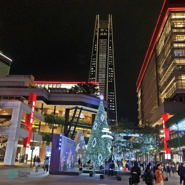 Taipei City's Xinyi District is brimming with Christmas atmosphere. (Image: Billy Shyu / Vision Times)