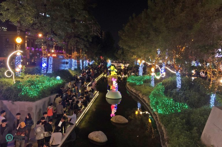 The Liuchuan Canal is packed with visitors seeing Disney-themed sparkling installations. (Image: Billy Shyu / Nspirement)