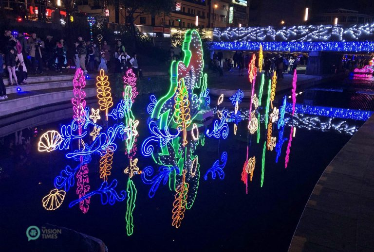 The sparkling installations featuring Disneyland at Liuchuan Canal in Taichung City. (Image: Billy Shyu / Nspirement)