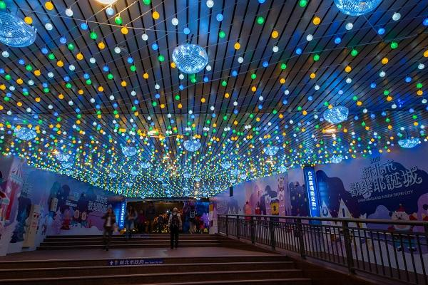 "The magic tunnel of ""Colorful Ocean Bubbles"" at B1 Passageway of New Taipei City's Citizen Plaza. (Image: New Taipei City Government)"
