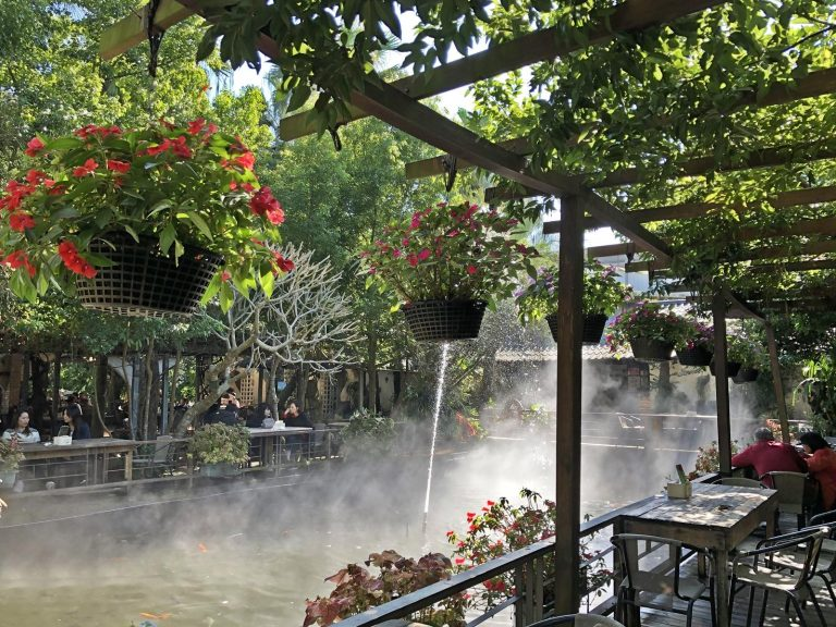 It's romantic to dine at the outdoor restaurant in this organic farm. (Image: Billy Shyu / Nspirement)