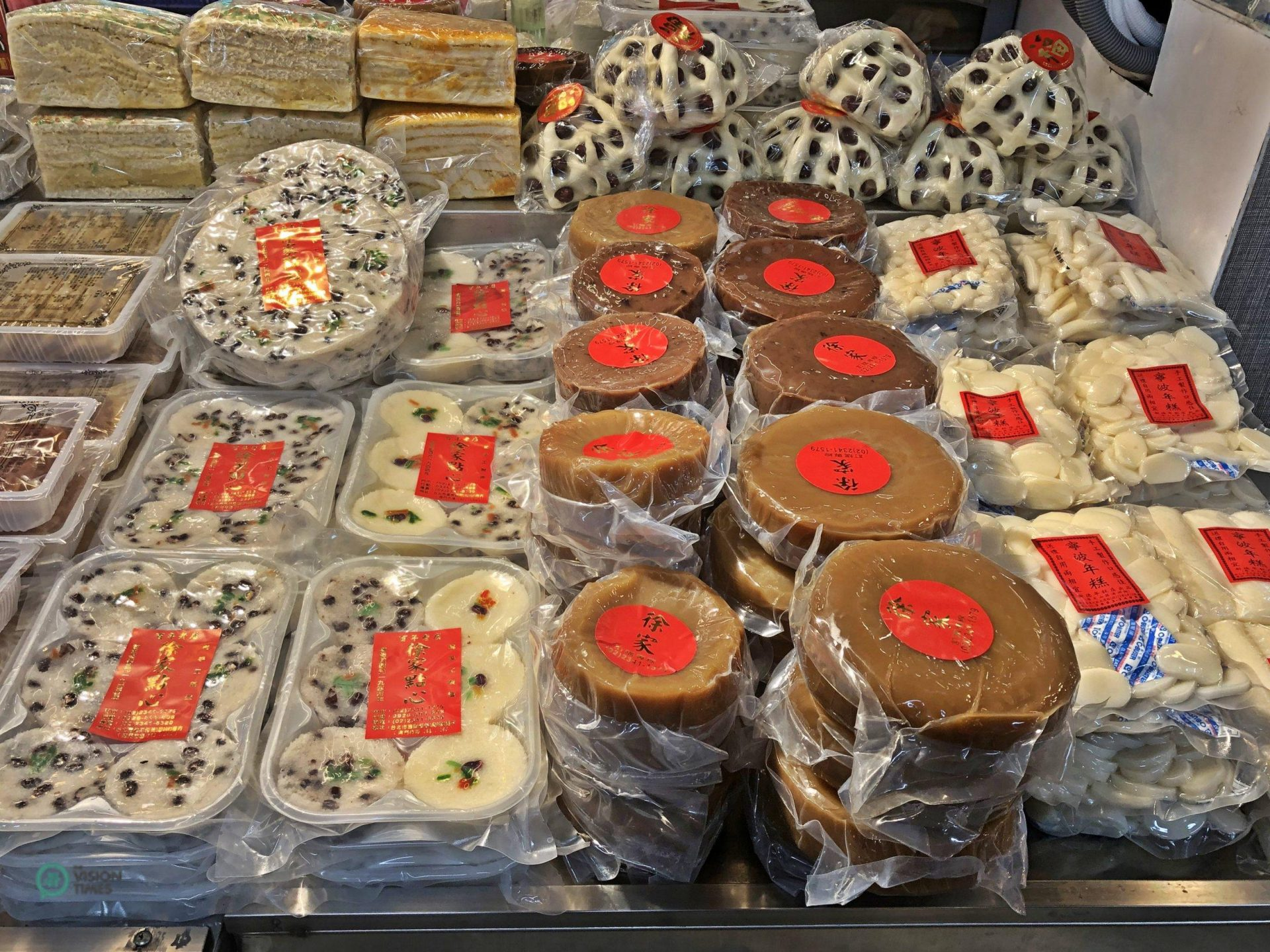 """Sweetened sticky-rice cake , literally """"New Year cake,"""" is a important item for Taiwanese families. (Image: Julia fu / Vision Times)"""