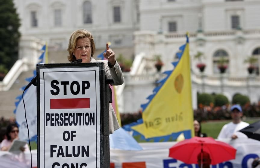 "Speaker at Washingon DC, Calling out to ""Stop The Persecution of Falun Gong"" in China. (Image: Wikipedia)"