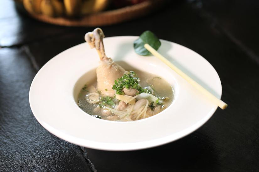 Chicken soup eases sore throat pain. (Image: HM Grand Central Hotel from Pexels via Pexels)