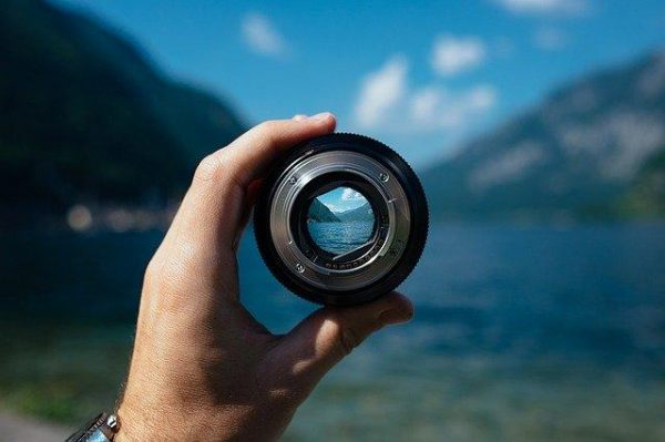 The aperture (f-stop) refers to how wide the opening of your lens is. The wider it's open, the more light you're letting in. (Image: via pixabay / CC0 1.0)