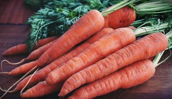 The vitamin C in carrots repairs damaged tissues. (Image: Suzy Hazelwood from Pexels via Pexels)