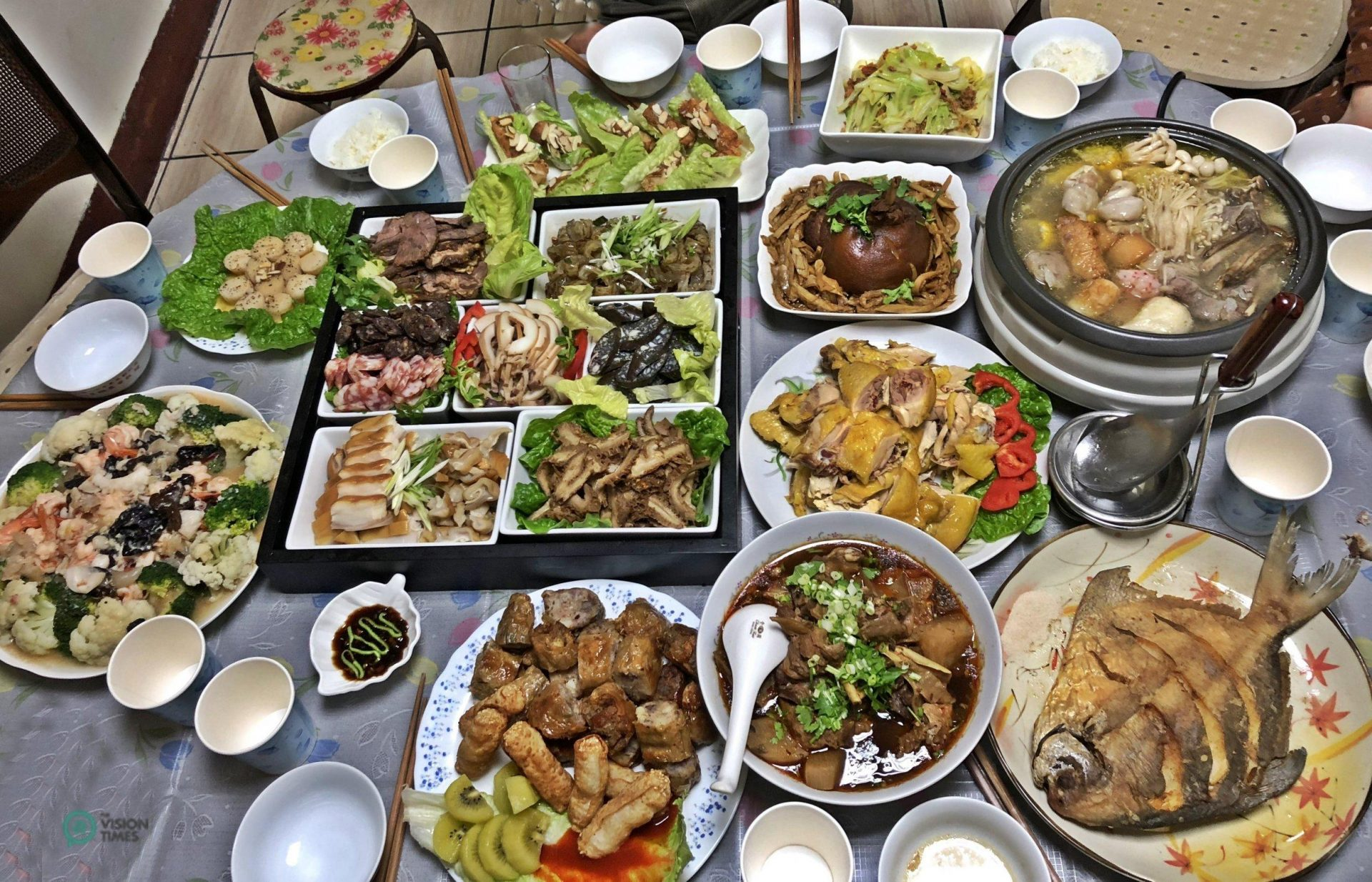 The dishes served at the reunion dinner of a family in Taiwan. (Image: Billy Shyu / Vision Times)