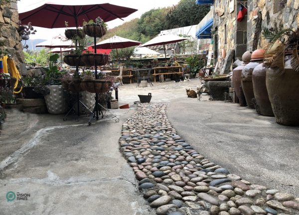 The coffee shop is on the first floor and the front yard of the cafe. (Image: Billy Shyu / Vision Times)