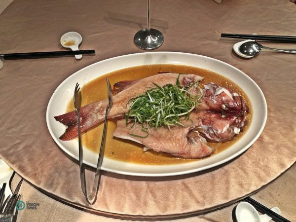 The braised fish at a reunion dinner in Taipei City. (Image: Billy Shyu / Vision Times)
