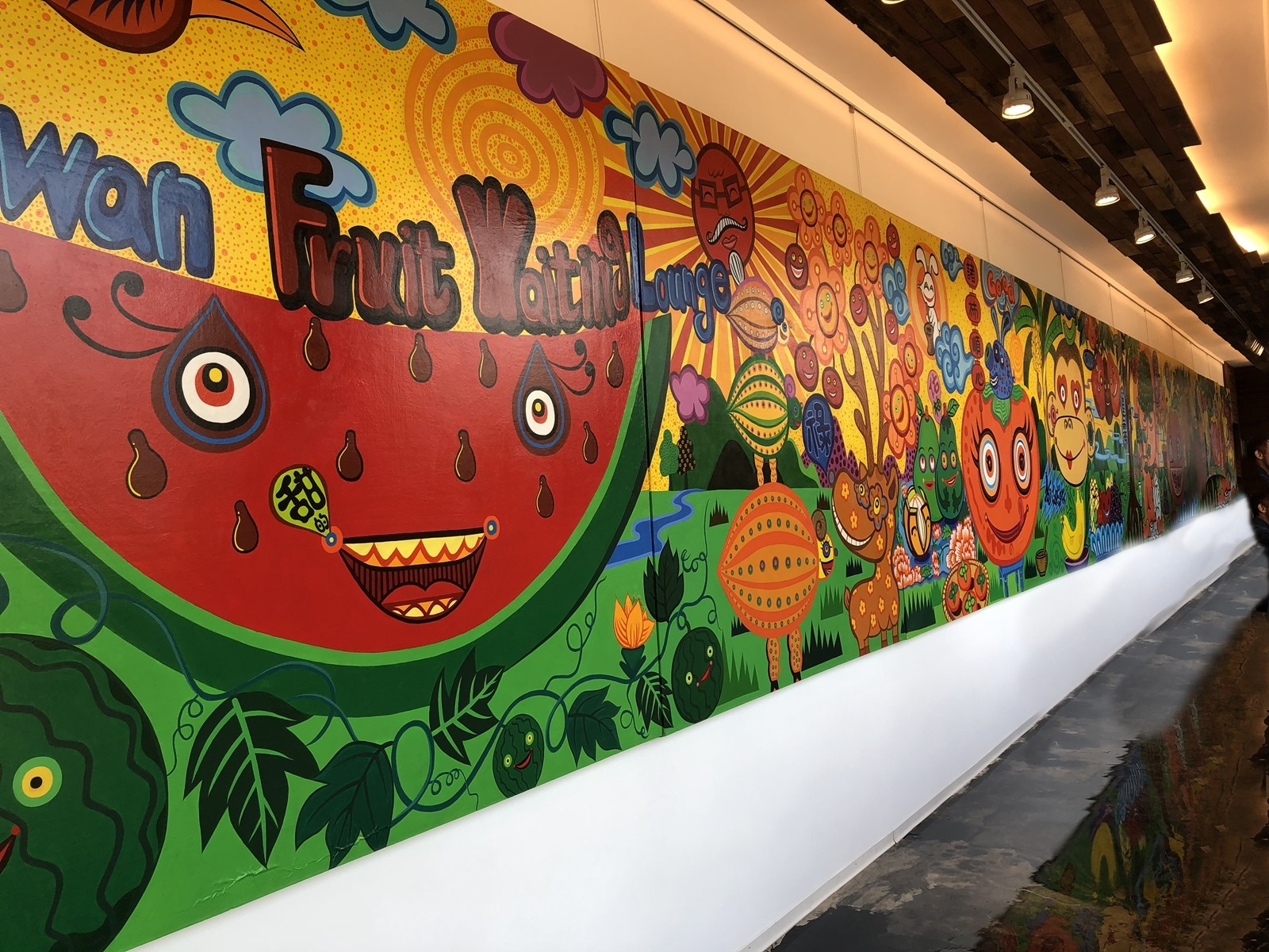 The wall of Hung Yi Art Gallery's lounge is decorated with artist's work. (Image: Billy Shyu / Visions Times)